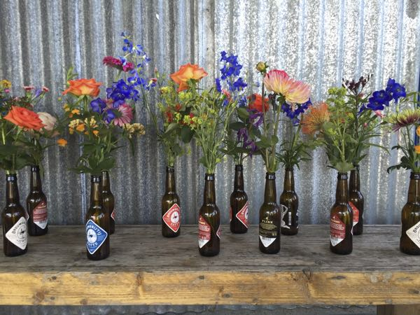 Bloemen die los in bierflesjes zijn geschikt.